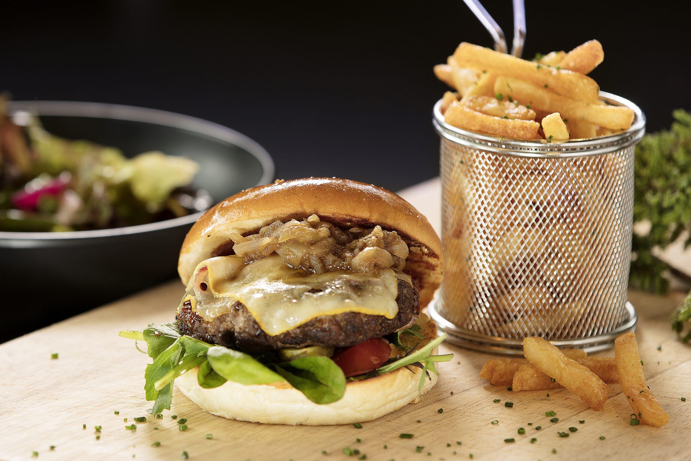 Bølgen & Moi hamburger og fries